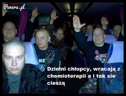 Dzielni chłopcy wracają z chemioterapii