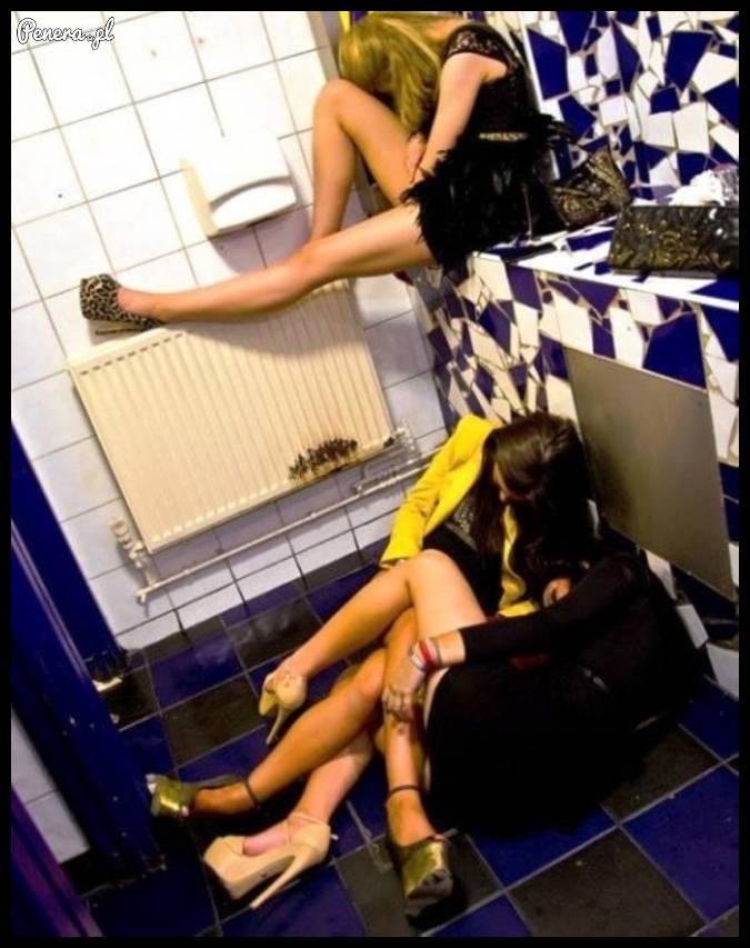 Co one robią tak długo w tej łazience? :D