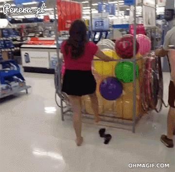 Gdy wpuścisz idiotkę do sklepu