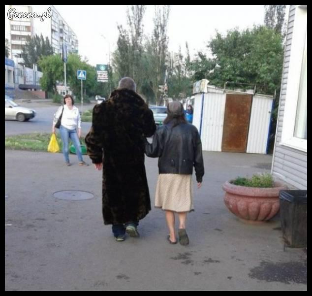 Król Sosnowca na spacerze z żoną