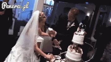 Weselnym tortem prosto w ryj