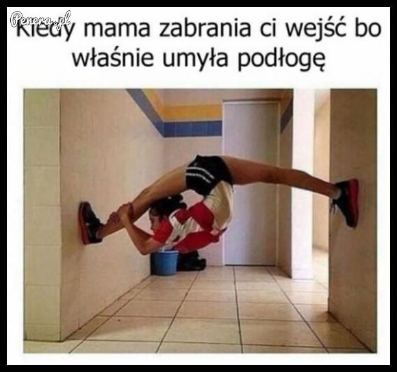 Gdy mama umyje podłogi i zabrania Ci przejść