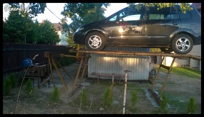 Janusz mechaniki postawił takie coś obok swojej chaty!