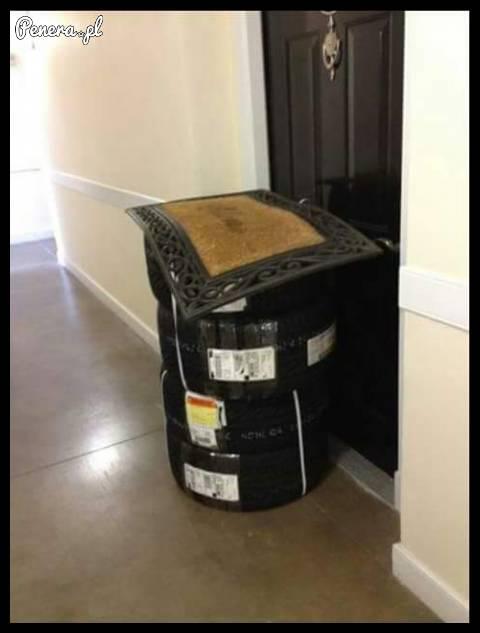 Kurier zostawił coś sąsiadowi pod wycieraczką :D