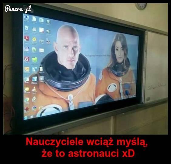 A nauczyciel dalej myśli że to prawdziwi astronauci