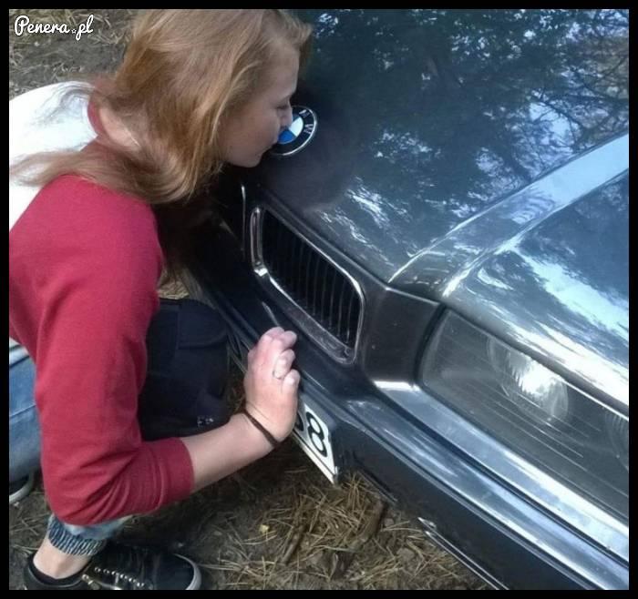 Nawet na stare BMW blaszka poleci