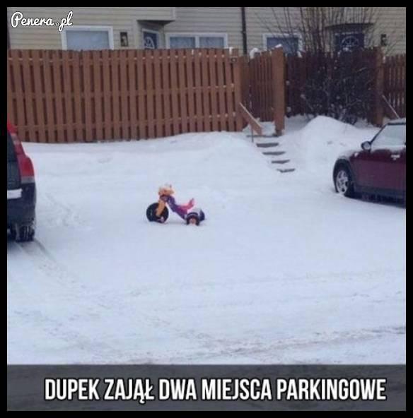 d**ek zajął dwa miejsca parkingowe