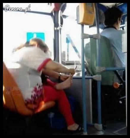 A pazury poprawię sobie w tramwaju