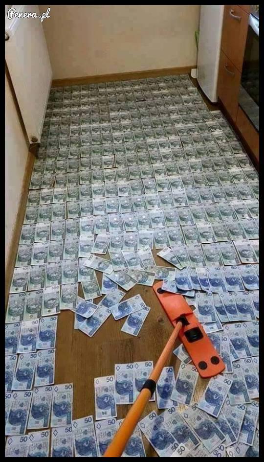Znowu muszę posprzątać podłogę!