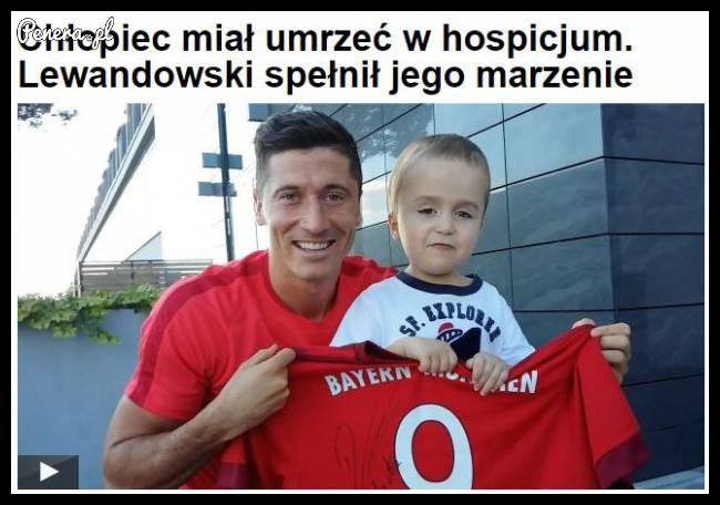 Chłopiec miał umrzeć w hospicjum! Lewandowski spełnił jego marzenie