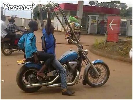 Afrykański mistrz kierownicy ucieka