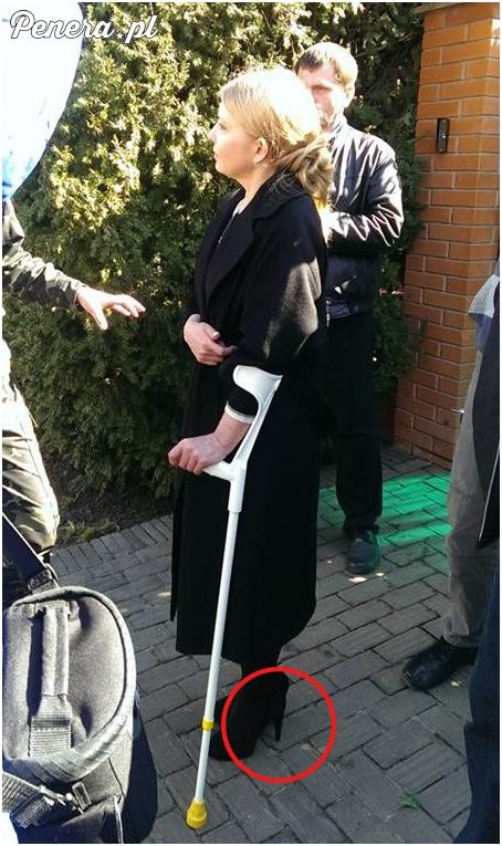 Dobrze że założyła buty ortopedyczne ;)