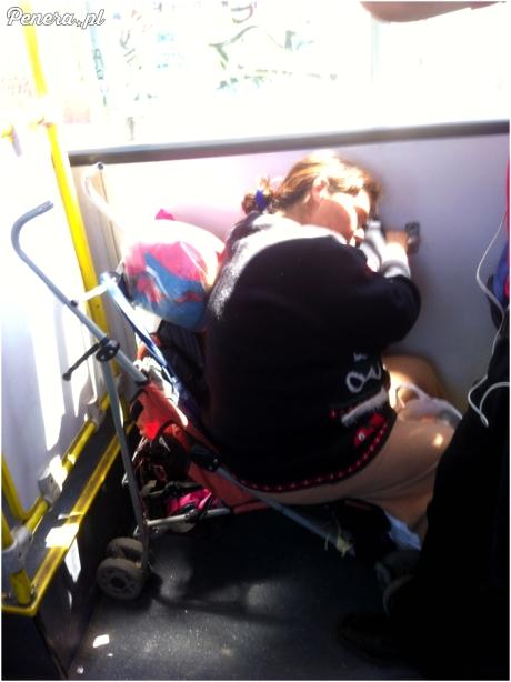 Krótka drzemka w autobusie