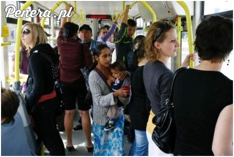 Latanie z dzieckiem po autobusie i żebranie
