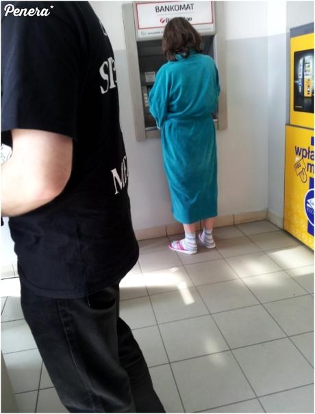 Mały wypad na miasto do bankomatu