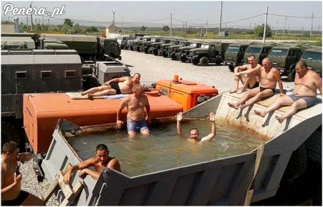Na basenie w wojsku