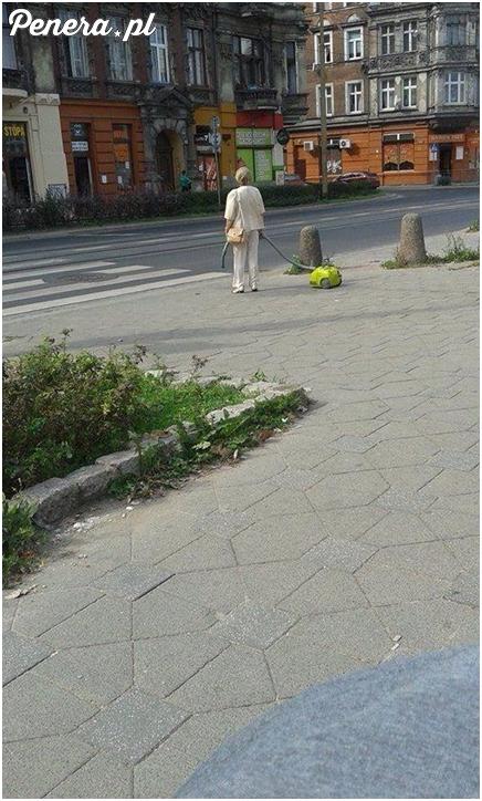 Nie ma to jak spacer z odkurzaczem ;)