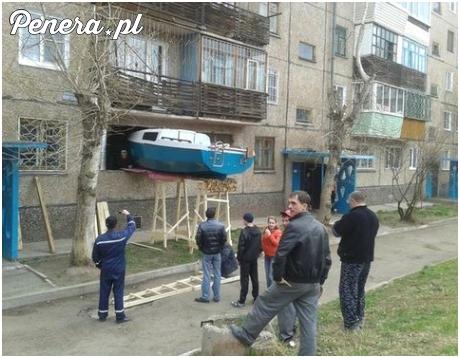 Sąsiad postanowił złożyć w chacie łódkę