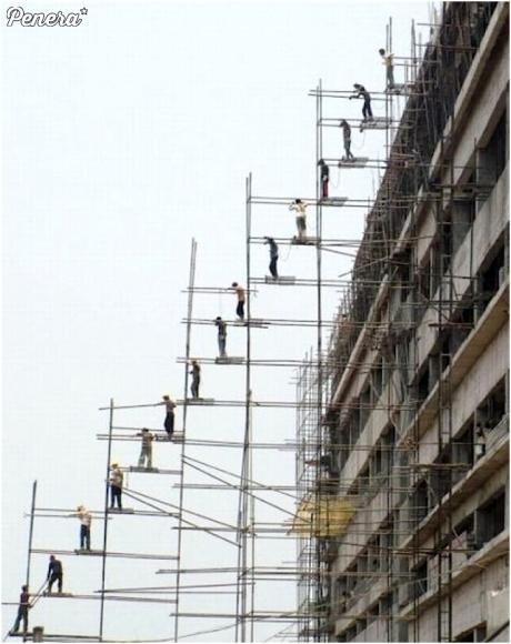 Transport cegieł na chińskiej budowie