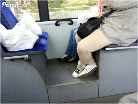 Zmęczone zakupy w autobusie
